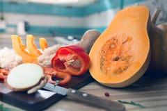 Stillleben mit Herbstfrüchten und -kürbis Lizenzfreies Stockfoto