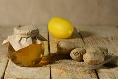 Stillleben mit Honig und Ingwer Lizenzfreie Stockfotos