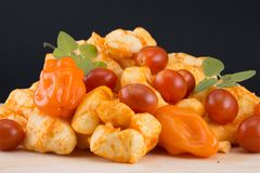 Stillleben mit Käse und neuen vegatables Stockfotografie