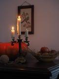 Stillleben mit Kürbis und Kerzenständer Lizenzfreie Stockfotos