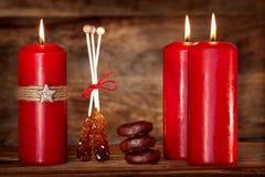 Stillleben mit Kerzen während der Adventszeit Lizenzfreies Stockfoto