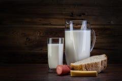 Stillleben mit Milchprodukten Stockbilder