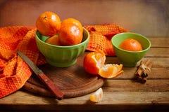 Stillleben mit orange Mandarinen lizenzfreies stockbild