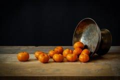 Stillleben mit reifen Orangen lizenzfreies stockfoto