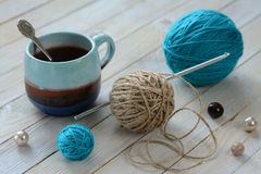 Stillleben mit Verwicklungen und Kaffee Lizenzfreies Stockbild