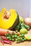 Stillleben mit Vielzahl des Gemüses Lizenzfreie Stockbilder