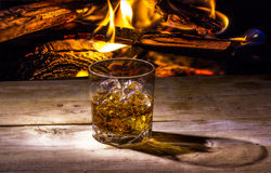 Stillleben mit Whisky lizenzfreie stockfotografie