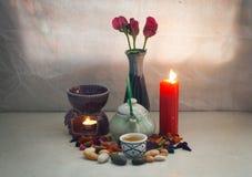 Stillleben-Teetopf-Aromasatz Konzept entspannen sich oder medizinisch Stockbild