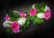 Stillleben verzierte die rosa und weißen Rosen Stockfotografie