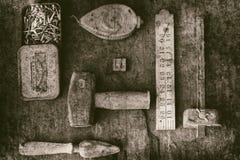 Stillleben von altmodischen Werkzeugen lizenzfreie stockbilder