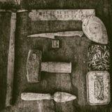 Stillleben von altmodischen Werkzeugen stockbilder