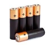 Stillleben von fünf ist es gelbes schwarzes batereyka der AA-Größe auf einem weißen Hintergrund Lizenzfreies Stockfoto