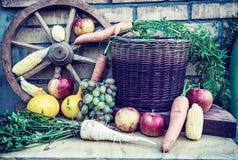 Stillleben von Obst und Gemüse von im Herbst Lizenzfreies Stockfoto