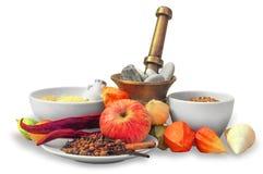 Stillleben von verschiedenen Gewürzen, von Frucht und von Getreide Stockfoto