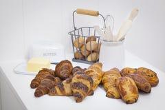 Stillleben zum ilustrate die französischen Butterbackwaren lizenzfreies stockbild