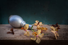 Stilllebenblumenkorb Stockbild