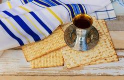Stilllife con pan judío del passover del vino y del matzoh Foto de archivo libre de regalías