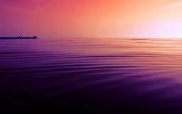 stillsam perfekt solnedgång Royaltyfri Foto
