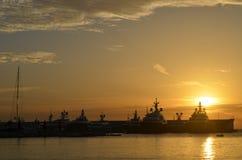 Stillsam port i solnedgången i Mediterranenen Royaltyfri Foto