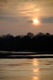 stillsam skymning för flod Arkivfoton