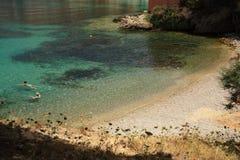 stillsam strandkefalonia Arkivbilder