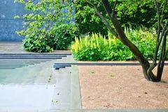 Stillsamt trädgårds- landskap arkivbilder