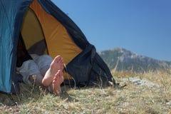 Stillstehen in einem Zelt Stockfoto