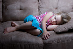 Stillstehen weg auf der Couch lizenzfreies stockfoto