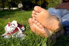 Stillstehende Füße Stockfoto