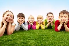 Stillstehende Kinder Stockfoto