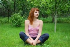 Stillstehendes Mädchen Lizenzfreies Stockfoto