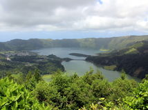 Stilte en kalmte op de blauwe en groene meren in Sete Cidades Stock Foto