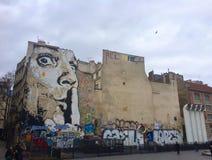 Stilte! Straatkunst in Parijs Stock Afbeelding
