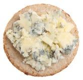 Stilton Käse auf Biskuit Lizenzfreies Stockfoto
