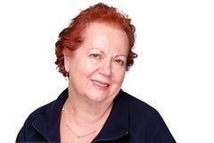 Stilvolle ältere Dame mit einem echten Lächeln Lizenzfreie Stockfotos
