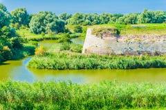 Stilvolle alte Steinwand-Wasserlandschaft Stockfoto