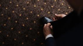 Stilvolle Braut im Hochzeitsanzug stock video footage