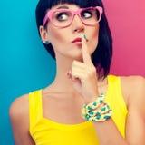 stilvolle Frauen das Geheimnis Stockbild