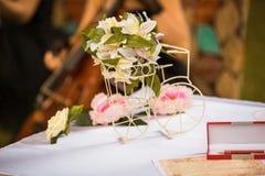 Stilvolle Hochzeitstafeldekoration Stockfoto