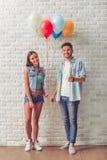 Stilvolle Jugendpaare stockbild