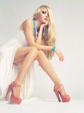 Stilvolle junge Frau lizenzfreie stockfotos