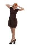 Stilvolle junge Frau, die ihren Kopf hält Lizenzfreie Stockbilder