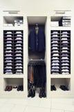 Stilvolle Kleidung im System Lizenzfreie Stockfotografie