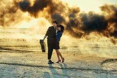 Stilvolle Paare auf Fotoaufnahme lizenzfreie stockfotografie