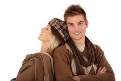 Stilvolle Paare in der Winterkleidung Stockfotografie