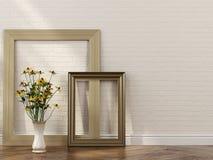 Stilvolle Rahmen und Blumenstrauß im Innenraum lizenzfreie stockbilder