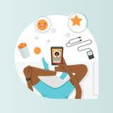 Stilvolle und moderne Illustration von Frauen mit Mobile auf Yogamatte Lizenzfreies Stockfoto