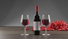 Stilvolle Wein-Flasche, Herzen und Glas voll des Weins Stockfotos