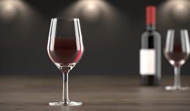 Stilvolle Wein-Flasche und Glas voll vom Wein Stockbilder
