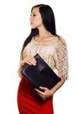Stilvoller Geschäftsfrau Brunette im roten Rock mit schwarzer Handtasche Stockfoto